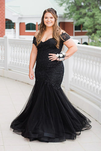 Black Off-The-Shoulder Short Sleeve Plus Size Lace Mermaid Formal Dress