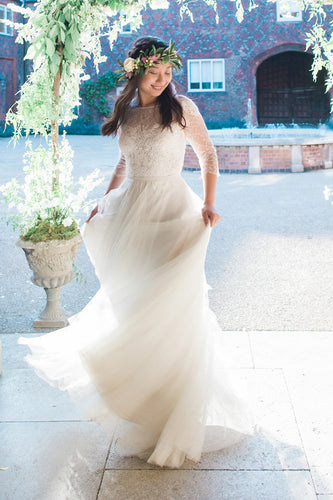 Delicate Sheer-Illusion 2/3 Sleeved Lace Wedding Dress With Tulle Skirt