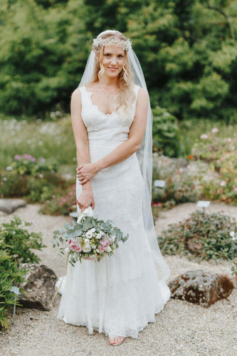 Flattering And Easy-Moving Tiered Lace Wedding Dress