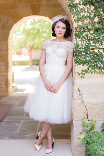 Vintage Short Fit-And-Flare Lace-Tulle Tea-Length Wedding Dress