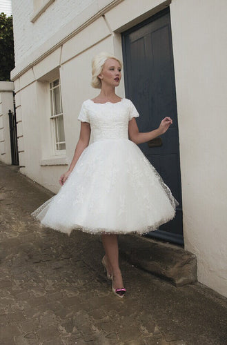 Vintage Short-Sleeved Bateau Lace Tulle Knee-Length Wedding Dress
