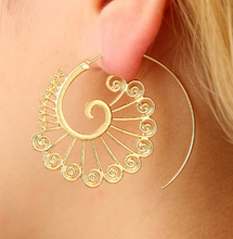 Laden Sie das Bild in den Galerie-Viewer, Ethnic Jewelry Swirl Hoop Earring For Women Brincos Gold Color