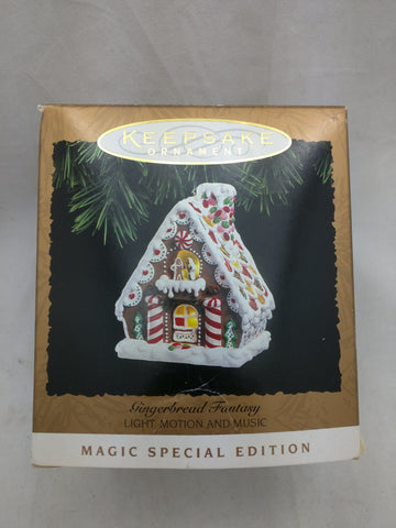 Hallmark Gingerbread Fantasy Light Motion Music Magic Special Edition Ornament 1997