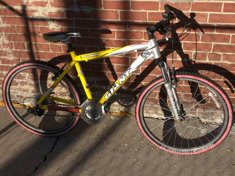 Giant Iguana Bike Mountain Bicycle Pilot Rock Shox Yellow