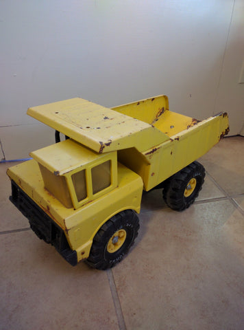 SOLD!!! Vintage metal Tonka dump truck yellow xmb-975