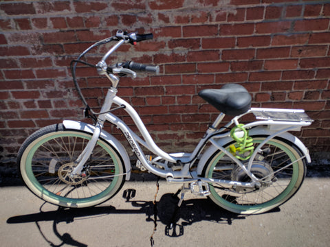 PEDEGO ELECTRIC COMFORT CRUISER WOMENS BICYCLE BIKE -36V/10AH WHITE