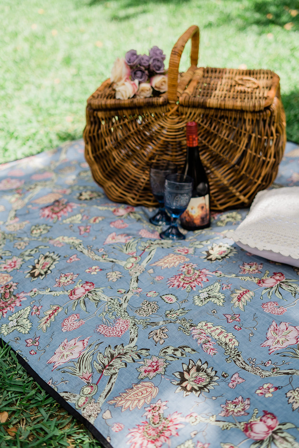 Garden Daisy Picnic Blanket – Silver Cloud SOLD OUT