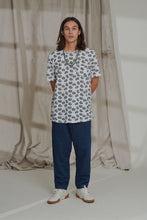 Load image into Gallery viewer, HAND-BLOCK PRINTED TEE - WHITE PROVENÇAL PAISLEY