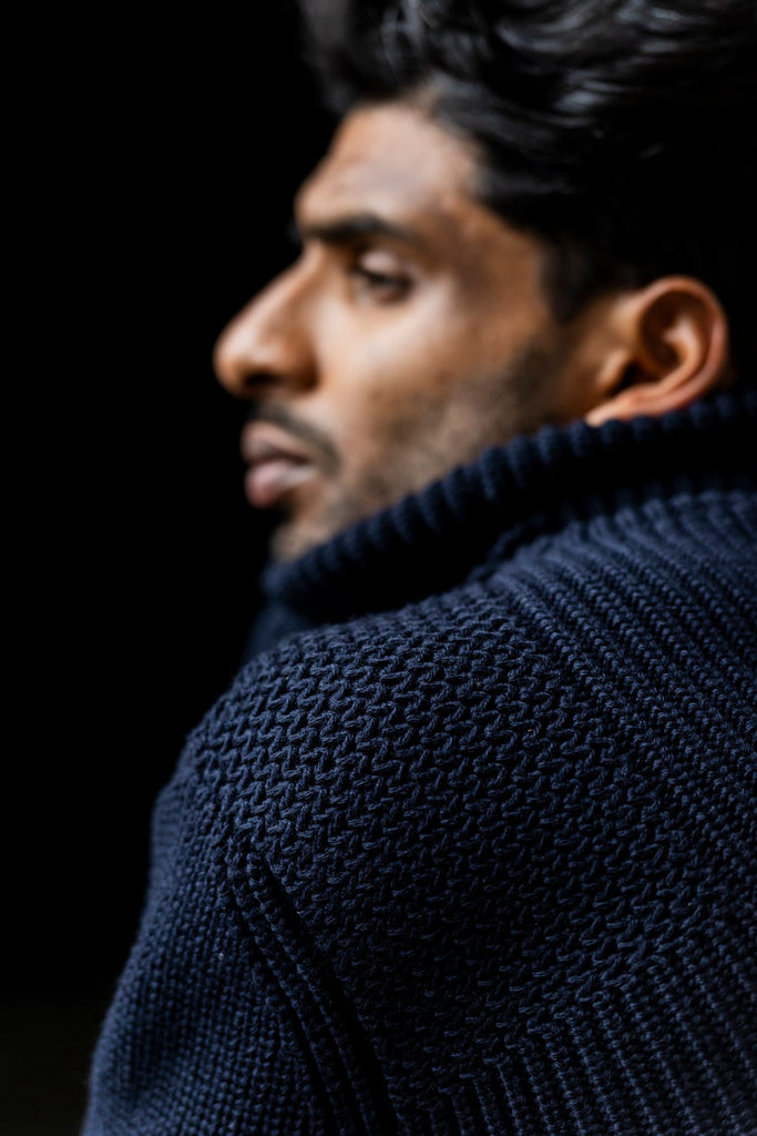 TREKKING TURTLENECK SWEATER - NAVY