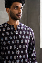 Load image into Gallery viewer, ANDREW BAND COLLAR SHIRT - BLACK PAISLEY