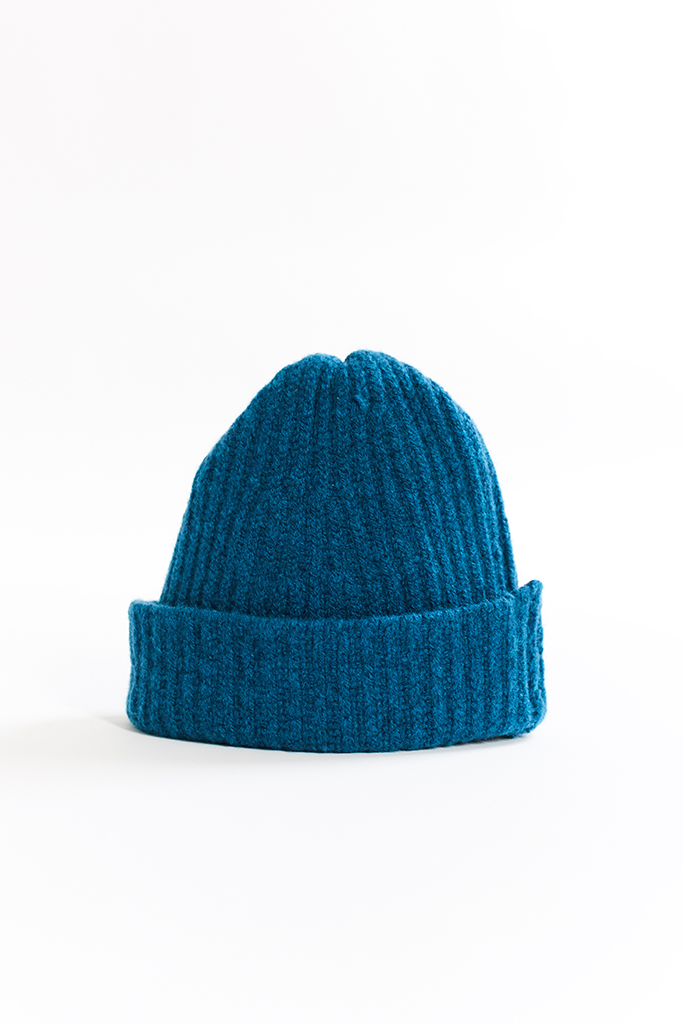 INIS MEAÍN RIBBED WATCH CAP - PETROL BLUE
