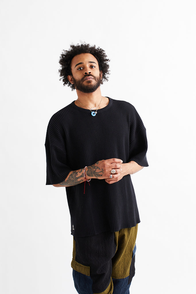 STANDARD ISSUE FOR 18 EAST - BLACK S/S THERMAL CREWNECK