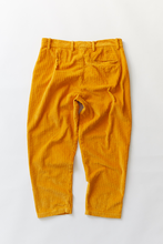 Load image into Gallery viewer, SINGLE PLEAT TROUSER - GOLD CABLED CORDUROY