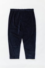 Load image into Gallery viewer, SINGLE PLEAT TROUSER - NAVY CABLED CORDUROY
