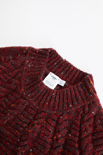 Load image into Gallery viewer, INIS MEAÍN DONEGAL CASHMERE RAGLAN CABLE SWEATER - SCARLET / BLACK
