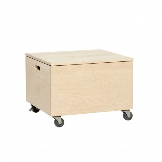 Wooden box w/wheels, oak