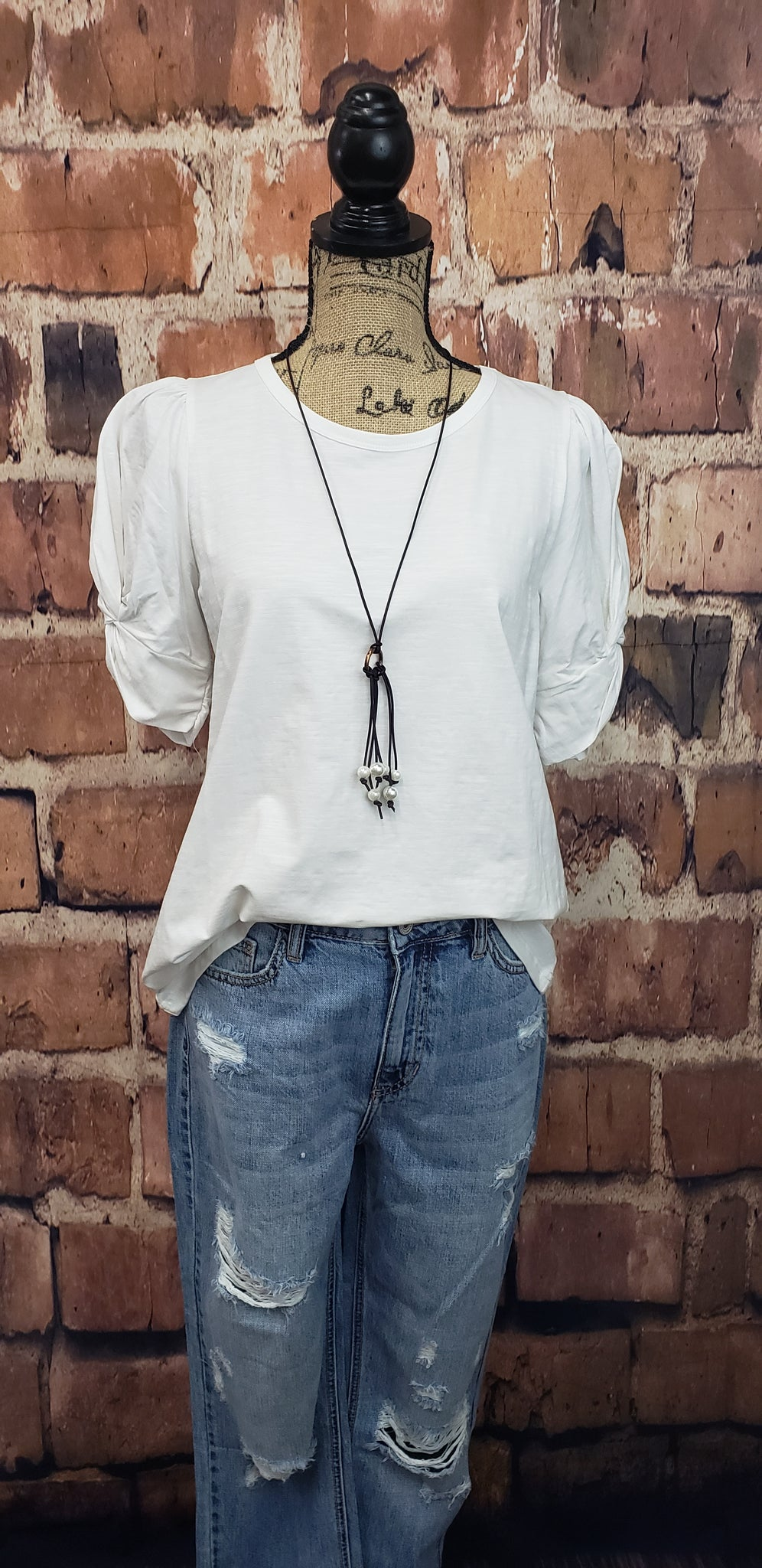 CIRCLE NECK TWISTED SLEEVE TEE