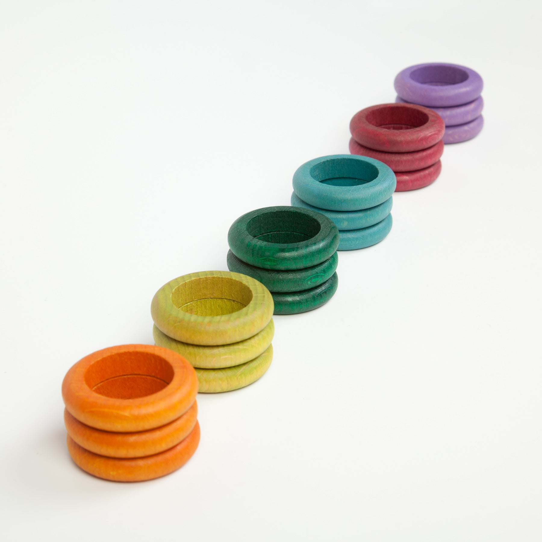 Grapat 18 colourful wooden rings in 6 different pastel colours