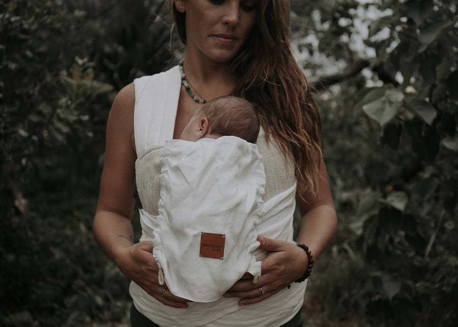 Mother wrapping Zarpar Bebe bohemian sands wrap carrier