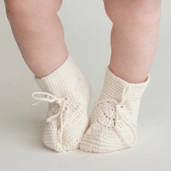 Miou organic cotton crochet booties in cream
