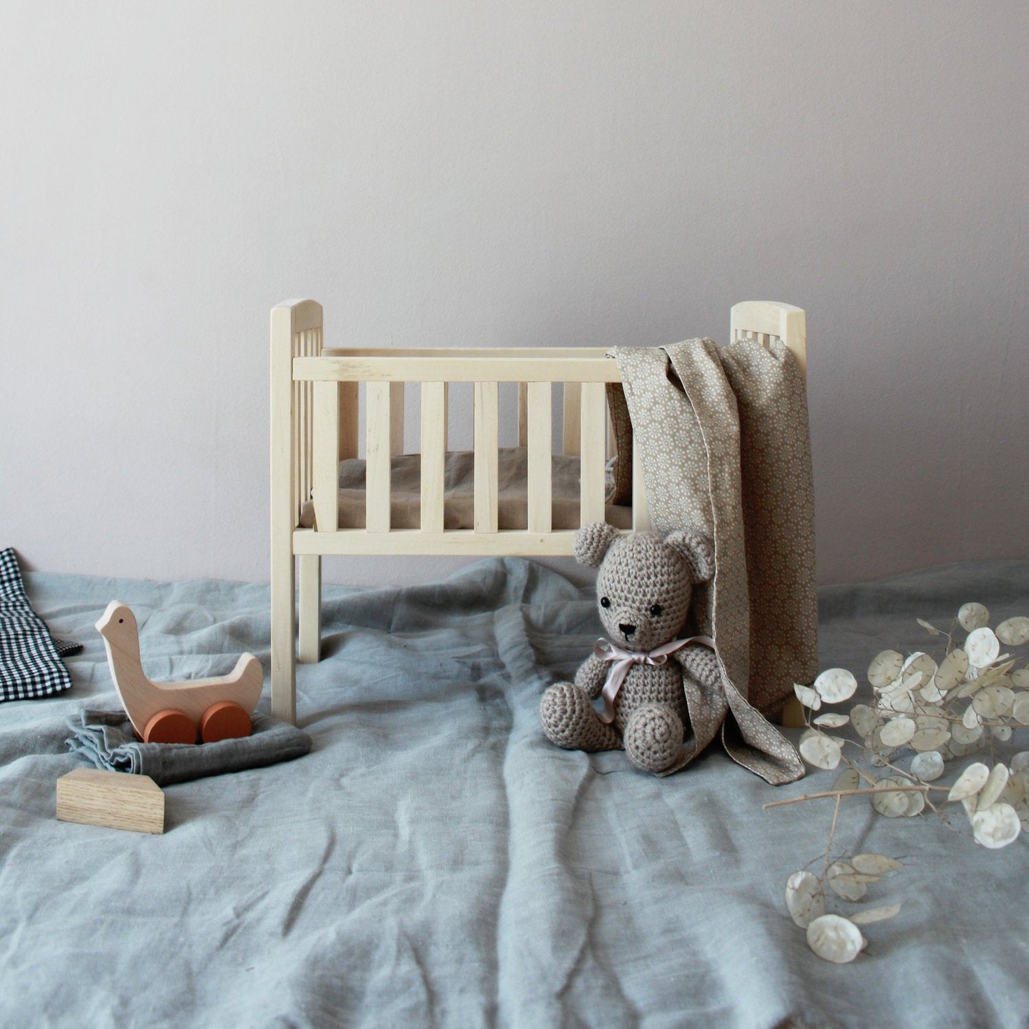 Pinch Toys wooden dolls cot