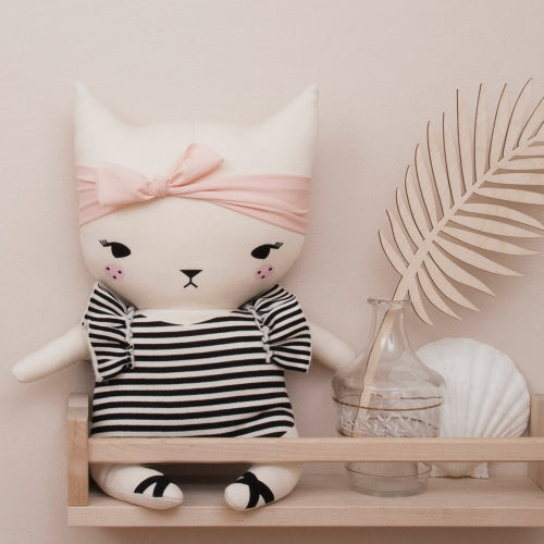 Bundis organic cotton cat - kitten - sitting on a shelf