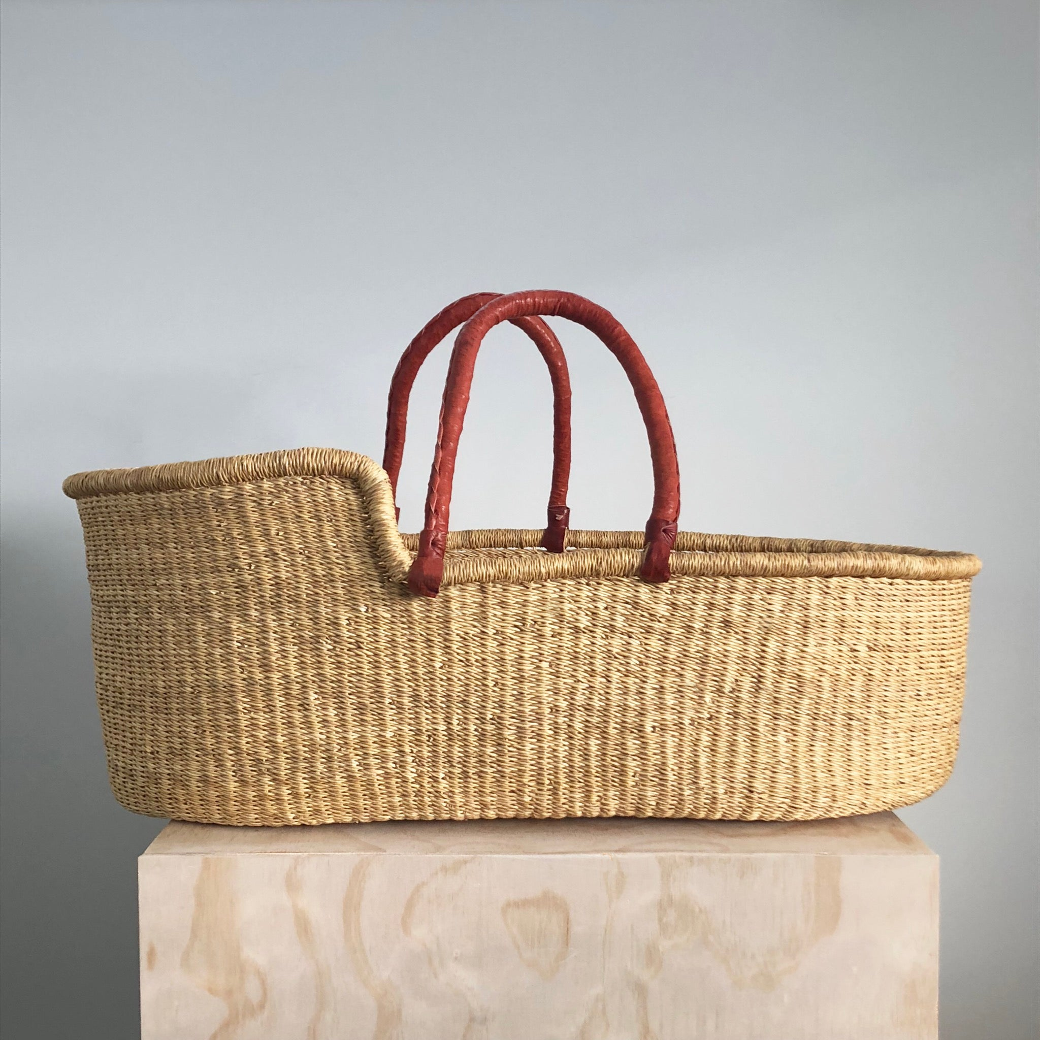 Moses Basket in natural with tan handles