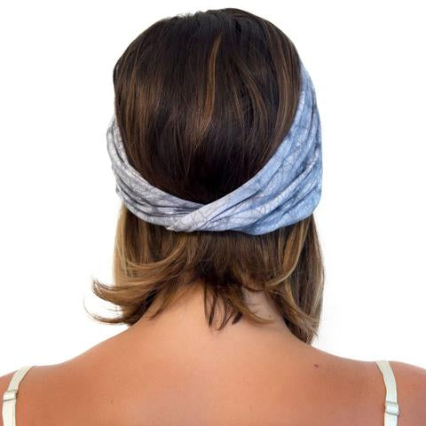Back of Model wearing Kooshoo organic cotton yoga twist headband in grey batik