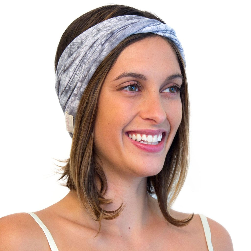 Model wearing Kooshoo organic cotton yoga twist headband in grey batik