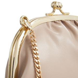 Clutch On Chain Beige