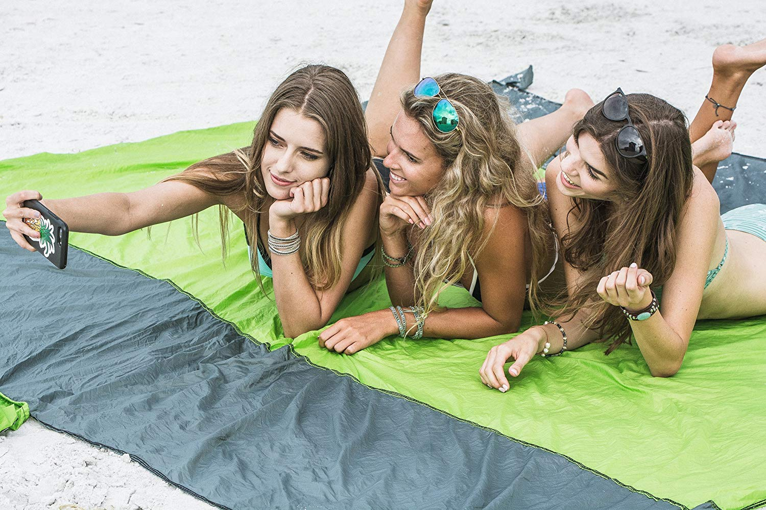 ( BUY TWO FREE SHIPPING ) Sand Free Beach Mat