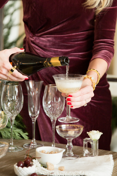 Winter Bubbly: The Perfect Signature Holiday Party Drink