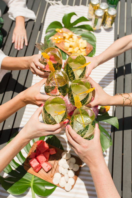 Top 9 Summer Hosting Tips to Help You and Your Guests Savor Summer