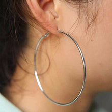 Load image into Gallery viewer, LA Essential Hoop Earrings