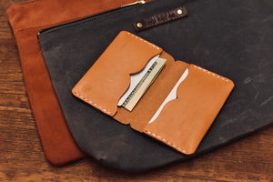 The Voyager Wallet in Veg Tan