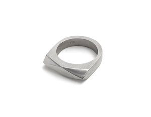 Facet ring w. black diamond