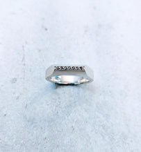 Load image into Gallery viewer, Apex ring w. black diamonds