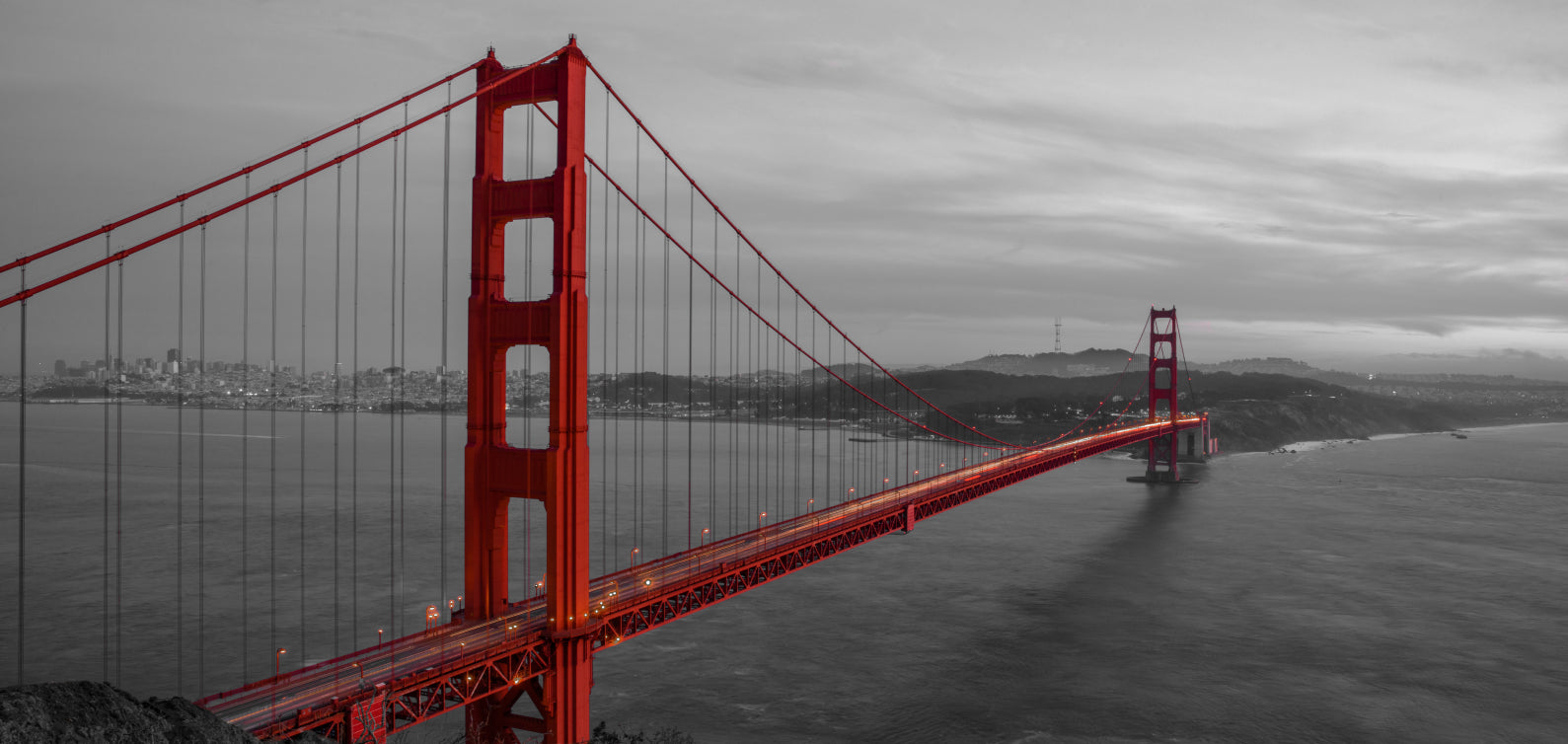Golden Gate Bridge (Grayscale & color splash)