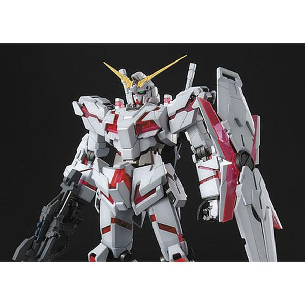 Bandai 1/100 MG RX-0 Unicorn Gundam Full Psycho-Frame Prototype Mobility Suit (Re-issued) top of torso and head