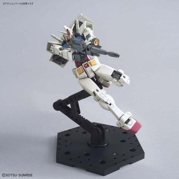 Bandai 1/144 HG RX-78-2 Gundam (Beyond Global) action pose 3