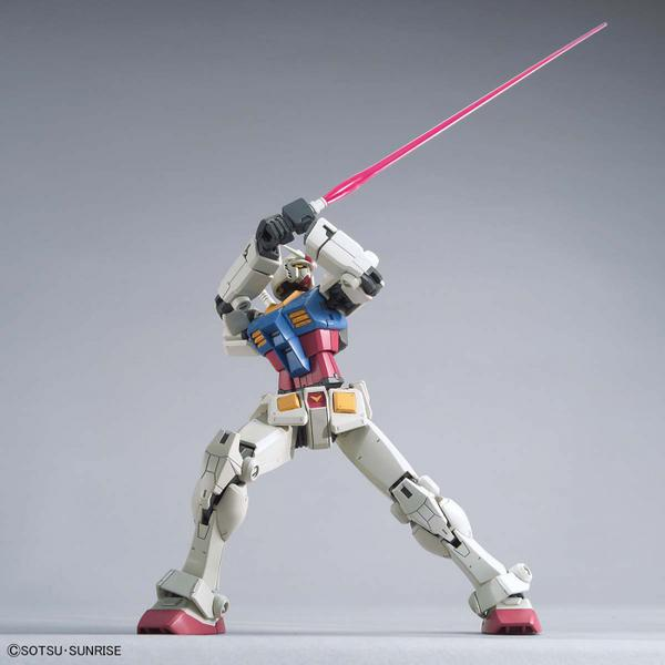 Bandai 1/144 HG RX-78-2 Gundam (Beyond Global) action pose with beam sabre 2