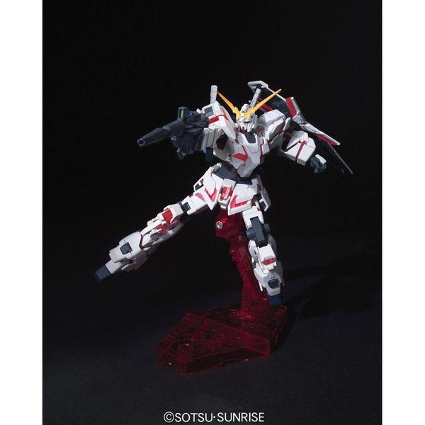 Bandai 1/144 HG Unicorn Gundam (Destroy Mode) action pose 1