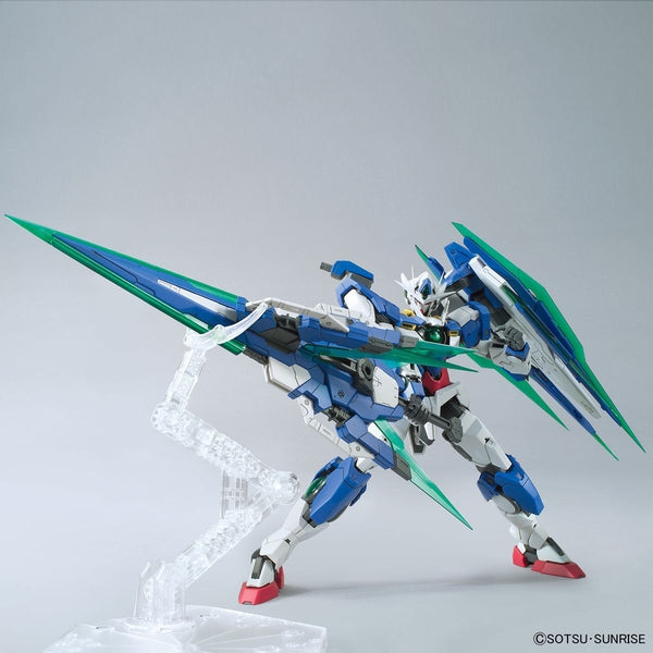 Bandai 1/100 MG 00 Qan[T] Full Sabre action pose