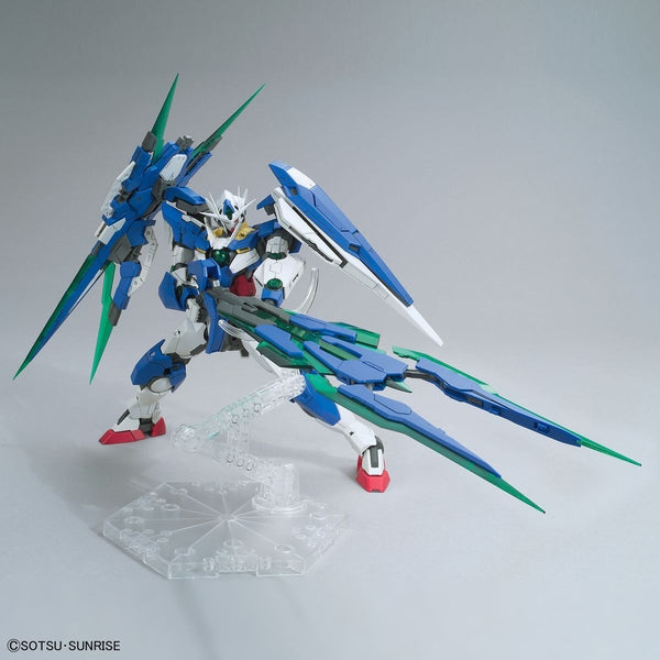 Bandai 1/100 MG 00 Qan[T] Full Sabre with weapons