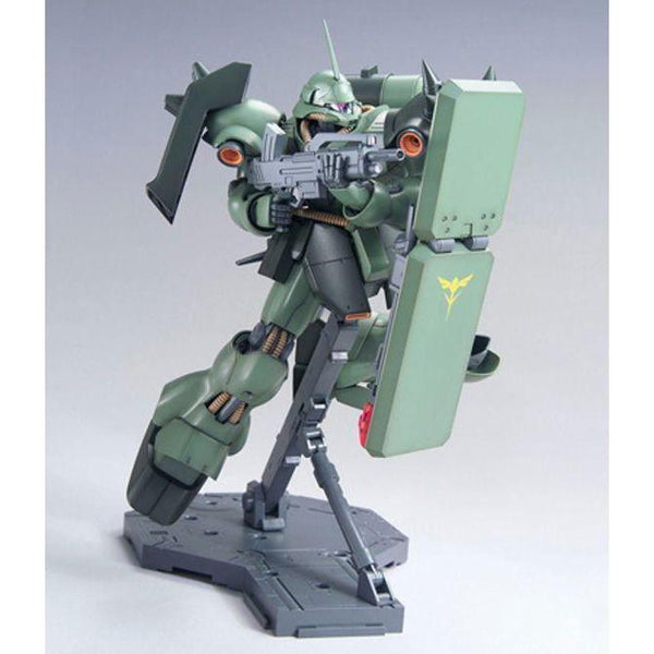 Bandai 1/100 MG AMS-119 Geara Doga shield pose