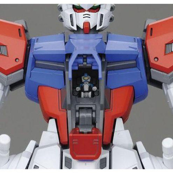 Bandai 1/100 MG GAT-X105B/FB Build Strike Gundam Full Package pilot close up