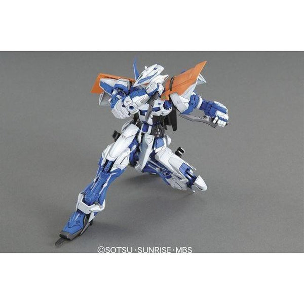 Bandai 1/100 MG MBF-P03 Gundam Astray Blue Frame 2nd Revise action pose on knee