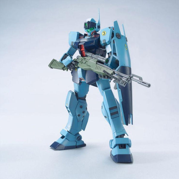 Bandai 1/100 MG RGM-79SP GM Sniper II front on view.