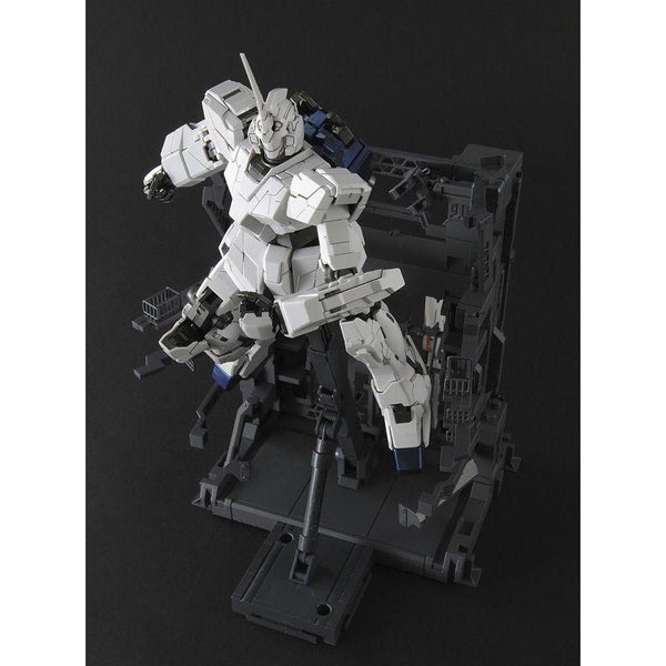 Bandai 1/100 MG Unicorn Gundam (HD Col/MS Cage) leaping from cage