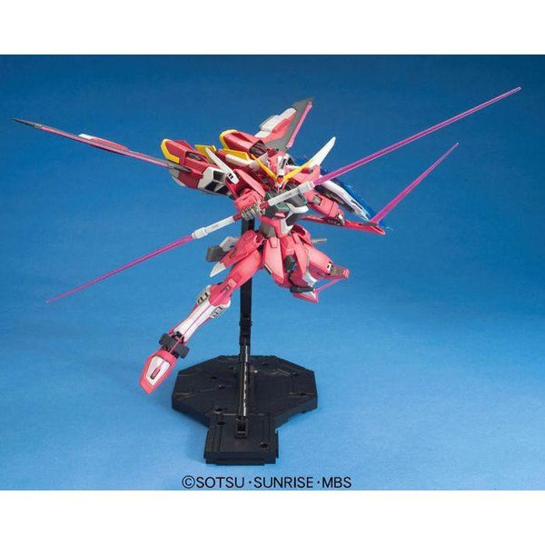 Bandai 1/100 MG ZGMF-19A Infinite Justice Gundam action pose with weapons